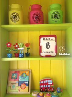 Kevään värejä, iloa ja energiaa päivästä päivään. Ikikalenteri/ kalenteri/ lasten leikkihuone/leikkimökki