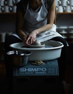 the art of pottery via Atelier Make photo via Michael Graydon/Nikole Herriott Ceramic Studio, Ceramic Clay, Ceramic Pottery, Pottery Art, Pottery Wheel, Pottery Shop, A Well Traveled Woman, Ceramic Techniques, Art Techniques