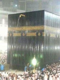 """Very heavy rain over the Holy Kaaba in Makkah, Saudi Arabia"" Quran Wallpaper, Islamic Wallpaper, Masjid Haram, Medina Mosque, Mecca Kaaba, History Of Islam, Mekkah, Les Religions, Beautiful Mosques"