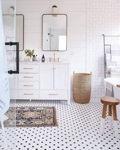 What a fun bathroom design via @sunnycirclestudio! Love the tile floor & that gorgeous rug! What's your favorite detail here?