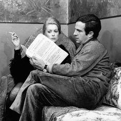 Hay dos clases de directores: los que tienen en cuenta al público cuando piensan y realizan sus películas y los que prescinden de él. Para los primeros el cine es un arte del espectáculo. Para los segundos una aventura individual. (François Truffaut). #truffaut #cinemaquotes #cinema
