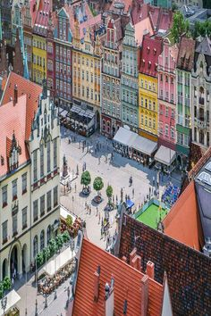 From Wroclaw to Athens, travellers have selected the best places to visit in Europe. Discover now the best destinations to travel this year! Most Beautiful Cities, Beautiful Places To Visit, Cool Places To Visit, Places To Go, Prague, Amazing Destinations, Travel Destinations, Travel Tips, Bohinj