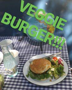 Lunch time...!! What can you cook in a caravan?? Easy.. Yummy veggie burgers hora de comer..!! Que puedes cocinar en una caravana!?? Fácil hamburguesas veganas #veggieburgers #healthyfit #healthylifestyle #comidasana #veganfood #foodporn #healthylifestyle #estilodevidasaludable #eatyourveggies #comesano