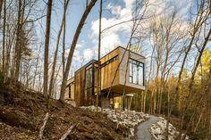 Beauty in Harmony: Cantilevered Lake Cottage with White Cedar Exteriors and White Oak Interiors