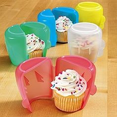 Cupcake Holder-Set - These clever holders keep cupcakes fresh and frosting intact while in transit-for delicious dessert on the go! Perfect for bagged or boxed lunches Cool Kitchen Gadgets, Kitchen Items, Cool Gadgets, Cool Kitchens, Kitchen Stuff, Kitchen Tools, Cupcakes, Cupcake Cakes, Individual Cupcake Holder
