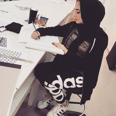 Oh love this style by @jawaherrbrr @jawaherrbrr Hijabi fashion. Ootd winter fashion