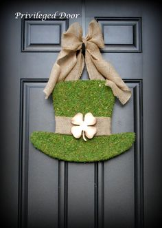 St. Patricks Day Wreath.  St. Pattys Wreath.  Irish Wreath.  Moss Covered Leprechaun Hat.  Irish Luxury for your door.