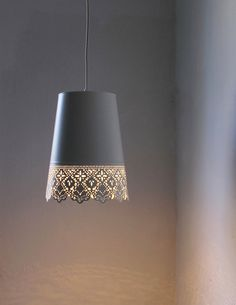 IKEA flower pot spray painted and turned into a hanging lamp Pendant Light Fixtures, Pendant Lighting, Queen Annes Lace, Hanging Pendants, Home Lighting, Lighting Design, Lamp Shades, Lamp Light, Floor Lamp