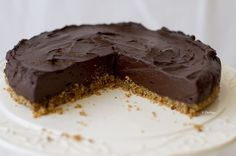 I have to tell you: this is the world's best yummiest raw chocolate cake ever! I can even say: this is the best chocolate cake. I'd rather say: if you don't make it you will miss your best raw chocolate cake moment! Vegan Chocolate Ganache, Chocolate Ganache Cake, Best Chocolate Cake, Chocolate Filling, Raw Food Recipes, Sweet Recipes, Dessert Recipes, Vegan Sweets, Healthy Sweets