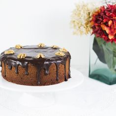 Bizcocho de chocolate, almendras y dulce de leche. - La Cocina de Frabisa La Cocina de Frabisa Cheesecake, Desserts, Food, Chocolate Loaf Cake, Dulce De Leche, Almonds, Finger Foods, Pastries, Fairy Cakes