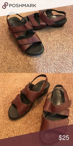 Women's Brown Sandals Munro brand. Size 9 wide. Like new. Shoes