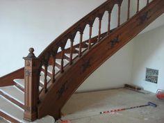 Лестницы из массива идеально впишутся в Ваш интерьер, изготовление лестниц из массива на заказ – лучшее решение для дома