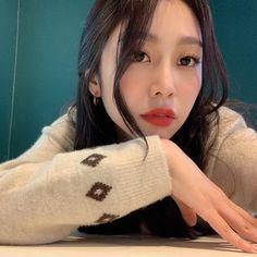 #Lovelyz #Jisoo #Jiddu #SeoJisoo #SeoJiddu #photo #picture #러블리즈 #지수 #지뚜 #서지수 #서지뚜 #포터 #사진 South Korean Girls, Korean Girl Groups, Multimedia, Seo Jisoo, Woollim Entertainment, Ji Soo, Incheon, First Girl, Debut Album