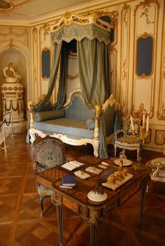 a state bedroom at Fontainebleau