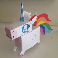 Valentine's Day Box - Crafts - Rainbows favorite :] Unicorn paper craft. This would make an adorable valentines box. Unicorn Valentine, Valentine Day Boxes, Valentine Day Crafts, Holiday Crafts, Holiday Fun, Printable Valentine, Homemade Valentines, Valentine Wreath, Valentine Ideas
