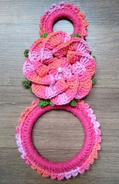 Feito Em C - Diy Crafts - Marecipe Sie Handtücher Topper Crochet Diy, Easy Crochet Patterns, Crochet For Kids, Crochet Crafts, Knitting Patterns, Crochet Towel Holders, Crochet Towel Topper, Crochet Kitchen, Quilling Designs