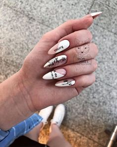 Prized by women to hide a mania or to add a touch of femininity, false nails can be dangerous if you use them incorrectly. Types of false nails Three types are mainly used. Edgy Nails, Grunge Nails, Stylish Nails, Trendy Nails, Swag Nails, Nail Manicure, Gel Nails, Coffin Nails, Karma Nails