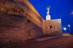 The Budapest Citadel was made to serve for similar goals. Its design faults and imminent transformation of thr Habsburg Monarchy into a constitutional, dualistic monarchy, caused that it never became a guard of ancient regime.