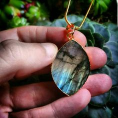 Bekijk dit items in mijn Etsy shop https://www.etsy.com/nl/listing/259928211/labradorite-necklace-dipped-in-gold