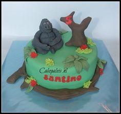 Monkey gorilla cake