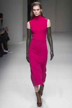 Statement Gloves Rule Paris Fashion Week Fall 2017's Runways, by Victoria Beckham