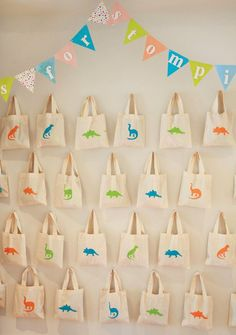 Dino-MITE Dinosaurs & Reptiles Birthday Party // Hostess with the Mostess®