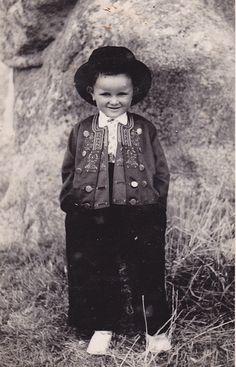 Lesconil - Costume traditionnel   Finistère Bretagne