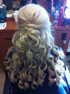 Half Up-do w/curls. Perfect wedding hair but with looser curls. Wedding Hair And Makeup, Bridal Hair, Hair Makeup, Hair Wedding, Wedding Ponytail, Prom Updo, Wedding Dresses, Fancy Hairstyles, Wedding Hairstyles