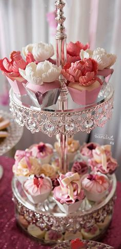 Beautiful cake stand with simply gorgeous little mini cakes/cupcakes ~♡~ Mini Cakes, Cupcake Cakes, Cupcake Wraps, Tea Cakes, Do It Yourself Wedding, Tea Sandwiches, Finger Sandwiches, My Tea, High Tea