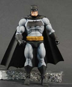 Batman-Dark-Knight-Returns-Batman-Unlimited-Action-Figure-02