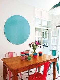 Cómo decorar el salón con colores intensos