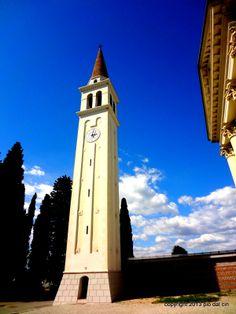 Il Campanile della chiesa parrocchiale di Codognè è appena stato restaurato. Un piacere da vedere.