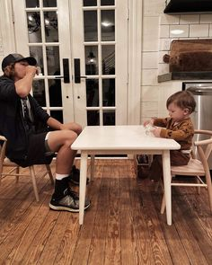 Magnolia Table, Magnolia Farms, Magnolia Homes, Joanna Gaines Family, Chip And Joanna Gaines, Chip And Joanna Kids, Chip Gaines Twitter, Fixer Upper Joanna, Home