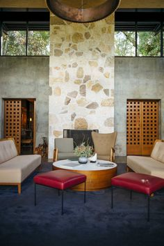 The best tasting rooms in Napa Valley to visit. Quintessa is one of several that w recommend for your vacation to Napa. California Travel Guide, California Wine, Northern California, Napa Restaurants, Napa Valley Wineries, Wine Tasting Room, Best Places To Eat, Foodie Travel, Best Hotels