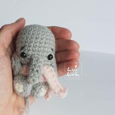#amigurumi #crochet #handmade #diy #handgemacht #häkeln #häkelnisttoll #wolle #wool #yarnlove #yarn #crochetersofinstagram #elefant #elephant #amigurumis #keychain #kawaiicharm #kawaii #kawaiicrochet #bagcharm by luiluh.handmade