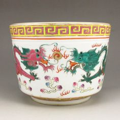 Hand-painted Chinese Su Three Cai Porcelain Bowl