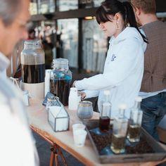 Hier haben wir einen kleinen Rückblick auf unser Kaffeebike. Jasmins Support beim Aufbau und der Betreuung war überlebenswichtig! Danke ❤️ grandioses Foto: @liebreizfotografie #design #coffee #kaffee #coffeebike #bike #city #stadt #creative #kreativität #creativity #coffein #koffein #kaffeebohnen #alive #wach #apwzialitäten #marketing #advertisement #werbung #aktion #agency #region #regional Jasmin, Regional, Marketing, Instagram, Creative, Design, Coffee Beans, Action, Thanks
