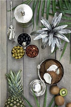 Here are 10 modern kitchen ideas you can copy to make your kitchen more fabulous. Replacing your upper kitchen cabinets with a wood or glass shelving. Tropical Style, Tropical Decor, Wooden Wall Panels, Family Painting, Pineapple Design, Elephant Figurines, Drip Painting, Tree Sculpture, Floor Patterns