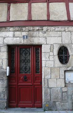 Bayonne (64) | by Marie-Hélène Cingal #red #door #metalwork #window