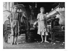 Lewis Hine - Mill Workers, (Lewis Wickes Hine was an American sociologist and photographer. Hine used his camera as a tool for social reform. His photographs were instrumental in changing the child labor laws in the United States. Lewis Wickes Hine, Old Photos, Vintage Photos, Antique Photos, Fotografia Social, Cotton Mill, Documentary Photographers, Working With Children, Poor Children