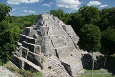 Guatemala. Acrópolis de Yaxha.