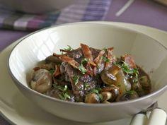 Hahn in Weinsoße mit Kartoffeln (Coq au vin) ist ein Rezept mit frischen Zutaten aus der Kategorie Hähnchen. Probieren Sie dieses und weitere Rezepte von EAT SMARTER!