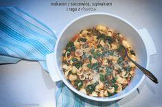 Porcja porcja makaronu z soczewicą, szpinakiem i ragu z chorizo o wadze 195 g ma 5,5 wymiennika, w tym 3,8 WW i 1,7 WBT. Smaczne i pożywne. Makaron orecchiette pasuje tu idealnie - w jego zagłębieniach zbiera się chorizo i sos. 100 g ma 167 kcal.
