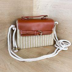 Korbtaschen sind ein echtes Must-Have im Frühling und im Sommer! Diese kleine Tasche wird garantiert der neue Lieblings-Begleiter. #korbtasche #korbtaschen #handbag #tasche #sommertrends #2021 #handbags #handtaschen Rebecca Minkoff Mac, Bags, Fashion, Light Scarves, Handbags, Moda, Fashion Styles, Fashion Illustrations, Bag