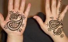 Kids also like to get their hands featured with the adorable Mehndi Designs  on the occasion of Eid that they can enjoy thw occasion with extreme happiness