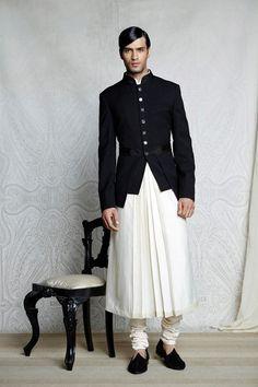 indian men fashion show Indian Men Fashion, Men Fashion Show, Mens Fashion Suits, Fashion 2017, Fashion Ideas, Tarun Tahiliani, Kurta Men, Indian Skirt, Mens Fashion Sweaters