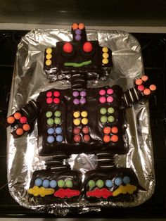 Gâteau d'anniversaire Robot Robot Cake, Cake Templates, Cakes For Boys, Food Humor, Birthday Celebration, Fudge, Kids Meals, Food And Drink, Birthday Cake