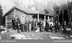 Elgjaktlag ved Langvassvillaen i Rømskog 1918. Ukjente personer.