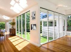 Is it worth having a ceiling to floor windows in the house? It depends. First, keep in mind that the windows can adapt to the architecture of the house, Tropical Windows, Tropical Houses, Modern Tropical, Louvre Windows, Open Ceiling, Enclosed Patio, Building A Porch, Art Deco, House With Porch