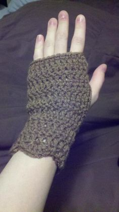 Crochet wrist warmers with scalloped edge